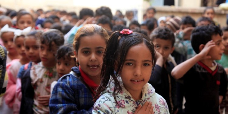FILE PHOTO: Pupils chant Yemen's national anthem during the morning drill at their school in Taiz, Yemen December 18, 2018. REUTERS/Anees Mahyoub