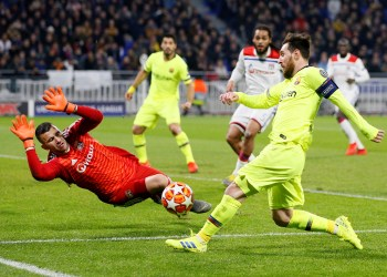 Soccer Football - Champions League - Round of 16 First Leg - Olympique Lyonnais v FC Barcelona - Groupama Stadium, Lyon, France - February 19, 2019  Lyon's Anthony Lopes makes a save from Barcelona's Lionel Messi   REUTERS/Emmanuel Foudrot