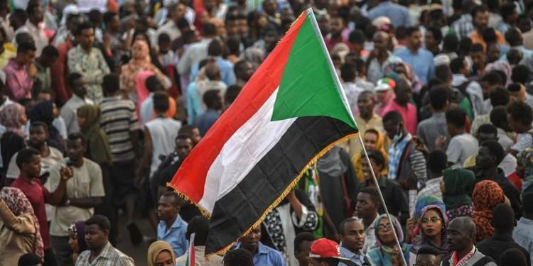 Sudanese protesters rally outside the army complex in Sudan's capital Khartoum on April 18, 2019. (AFP)