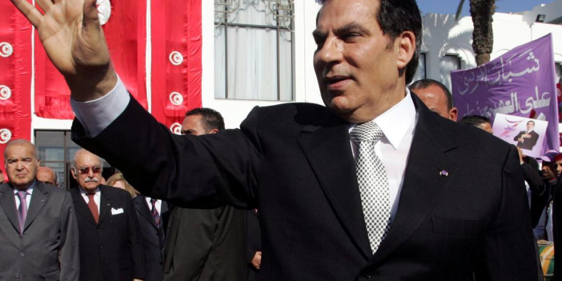 FILE PHOTO: Tunisia's President Zine al-Abidine Ben Ali waves to supporters after he took the oath at the national assembly in Tunis November 12, 2009. REUTERS/Zoubeir Souissi/File Photo