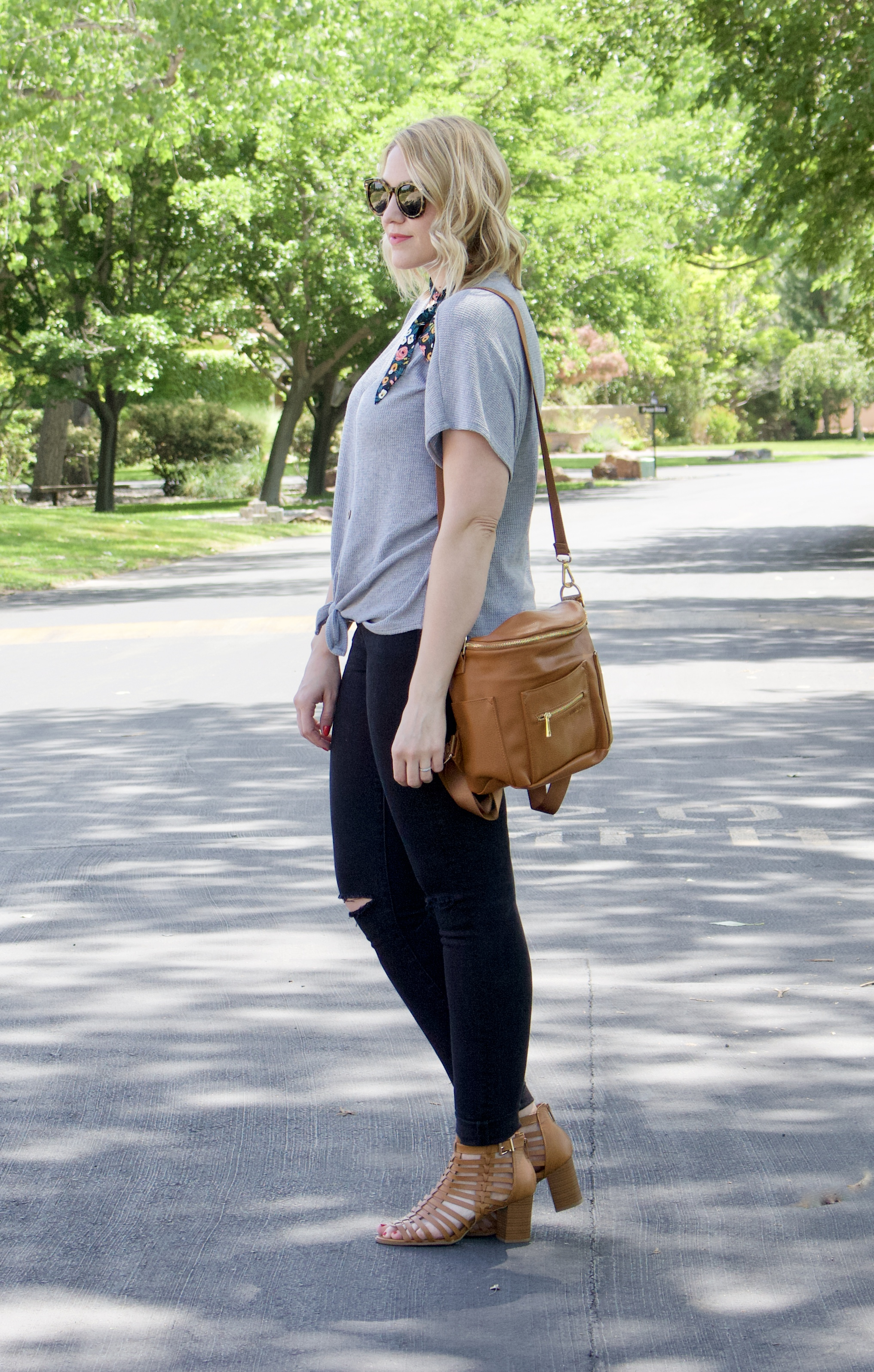 easy and casual mom style #momstyle #fawndesign #jeans