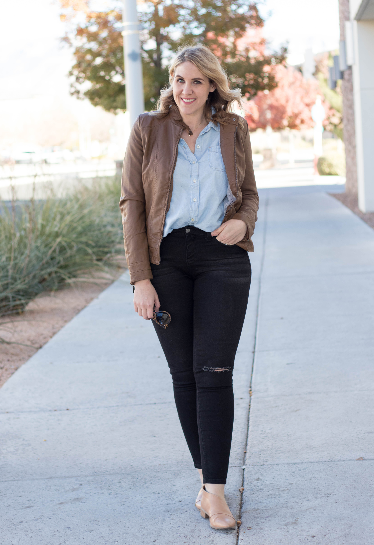 cute fall outfit mom style #fallfashion #blackjeans #bomberjacket