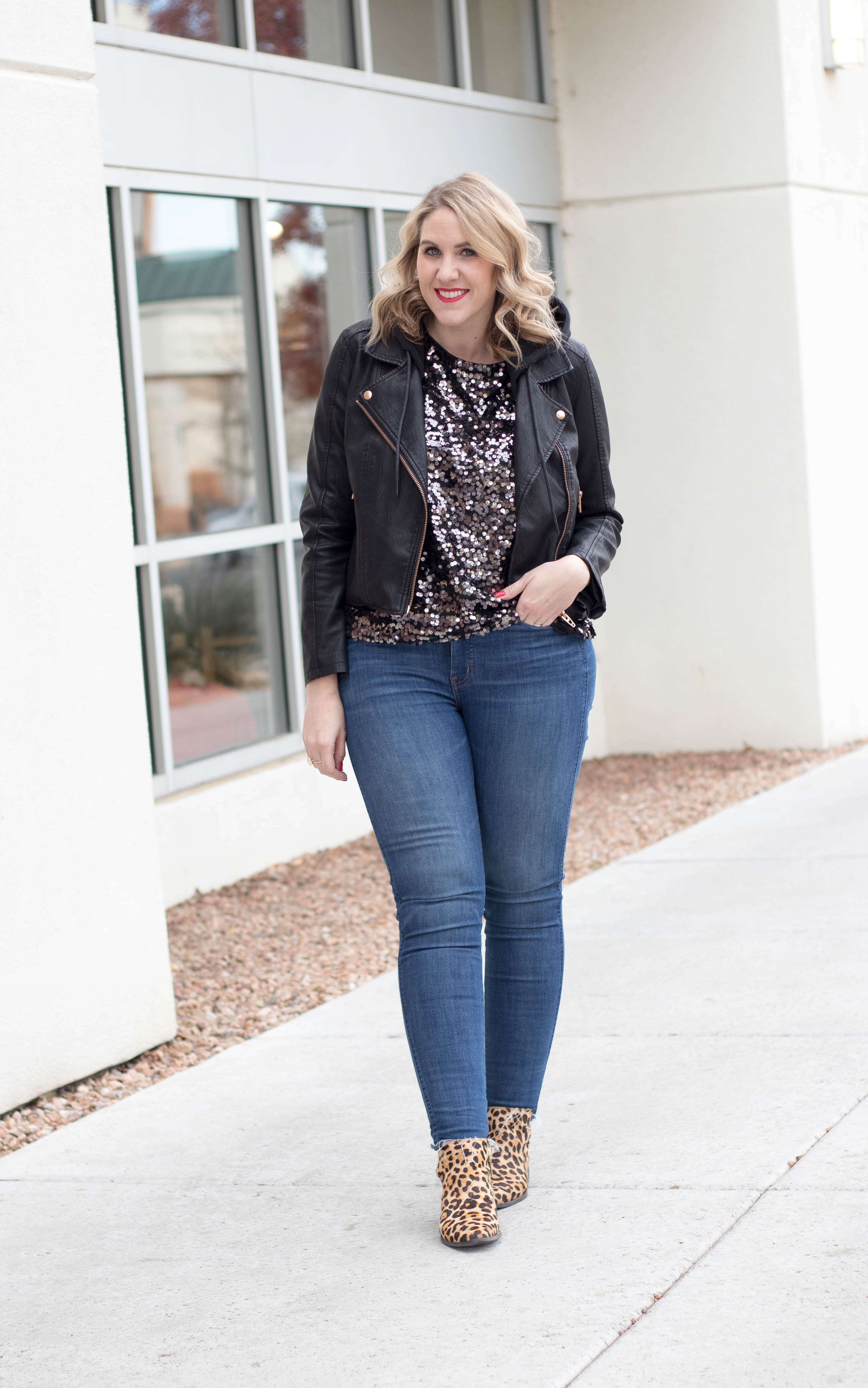 casual holiday style sequin top #theweeklystyleedit #holidaystyle #winterfashion