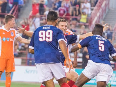 Indy celebrate after Erick Norales scores (Photo: Indy Eleven)