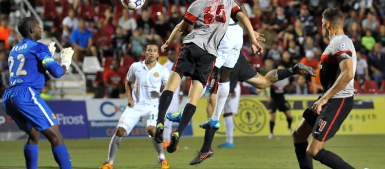 Kris Tyrpak (SAS) head's the ball toward Lionel Brown (FTL). (Photo: San Antonio Scorpions)
