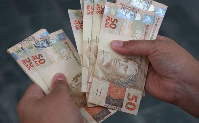 Deputados aprovam auxílio de R$ 600 por mês para pessoas de baixa ...