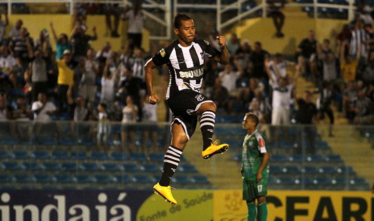 Autor de dois gols e também de uma assistência, Marcos Aurélio comemorou muito