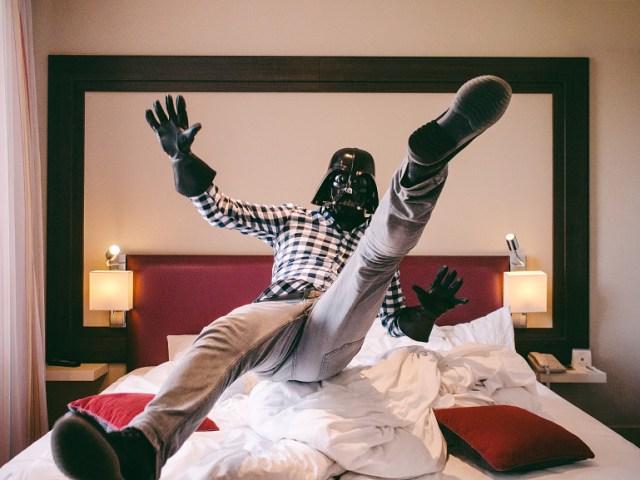 91f55defe48983d8e33358b920e4209c Fotografo retrata o dia a dia banal de Darth Vader