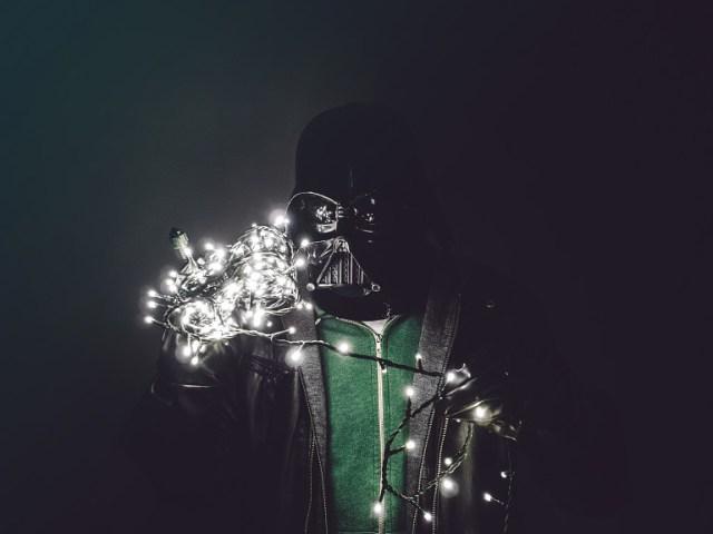 4393f59f2301ec20be5c16082ba50f60 Fotografo retrata o dia a dia banal de Darth Vader