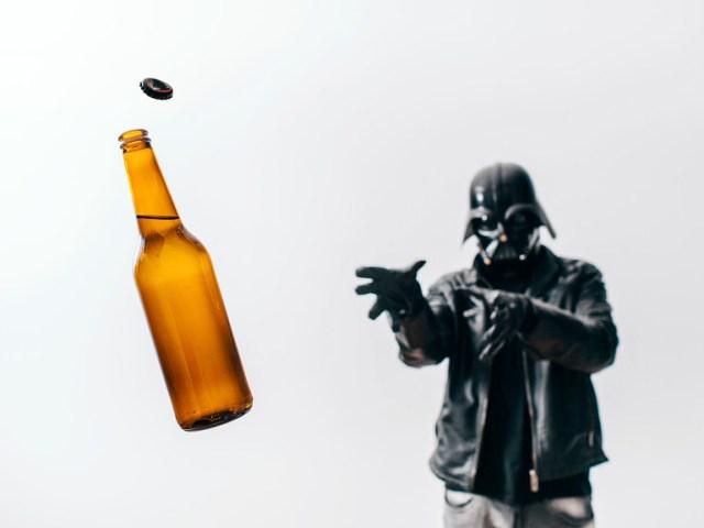 567287f5ce1408a2d820bf8deba2d25d Fotografo retrata o dia a dia banal de Darth Vader