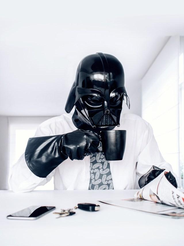 09678801b8c5aafa4cf086edfc70cc80 Fotografo retrata o dia a dia banal de Darth Vader