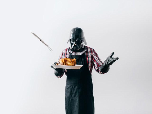 b80f1df41e571f2b981ec1f95ffe2da2 Fotografo retrata o dia a dia banal de Darth Vader