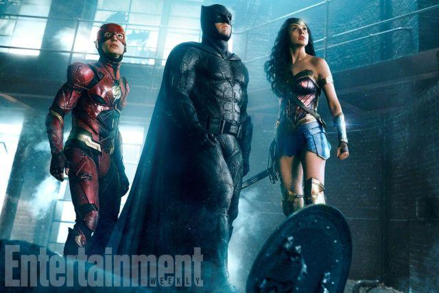444915 Liga da Justiça ganha imagem com Flash, Batman e Mulher-Maravilha