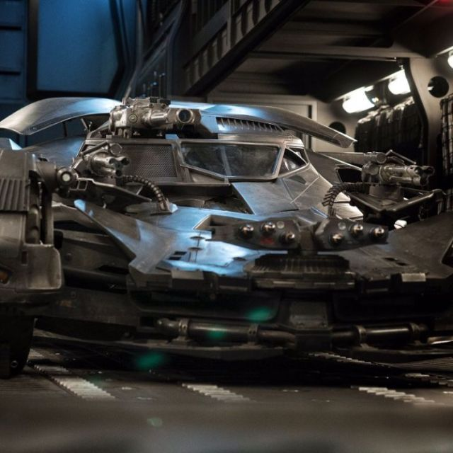 365280.jpg-r_750_750-f_jpg-q_x-xxyxx Liga da Justiça: Zack Snyder revela nova foto do batmóvel