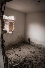 Religiosidade da comunidade que perdeu suas casas é evidente nas fotos e em qualquer conversa
