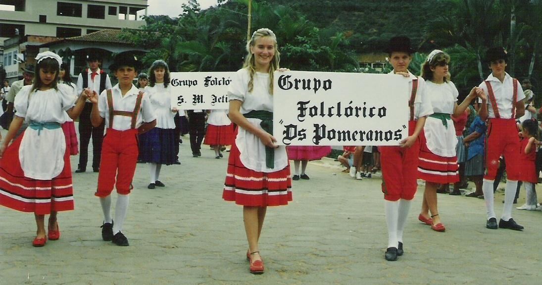 Foto de grupo folclórico pomerano no Espírito Santo, em maio de 1991. Foto: ospomeranos.com.br