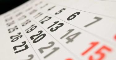 calendario - Funcionários entediados de livraria se divertem com capa de livros