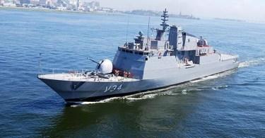 corveta barroso - Relembre: Marinha do Brasil afundando corveta para treinamento