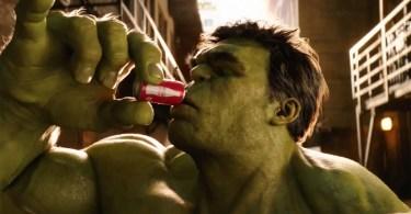 hulk tomando cocola contra formiga z