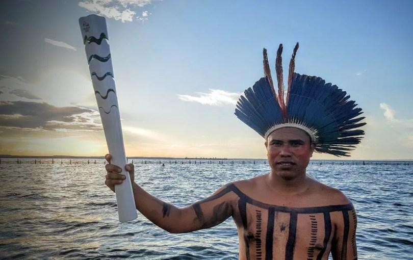 indigena tosah olimpica CRAQUE - Condução de tocha Olímpica por pataxós marca primeiro dia da chama na Bahia