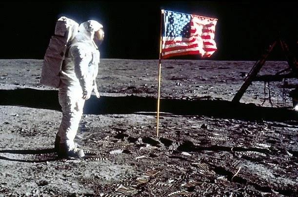 homem na lua - Acordos Espaciais: Até onde os países podem reivindicar um planeta como seu