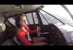 garota pilotando - Menina de 16 anos grava seu primeiro voo solo