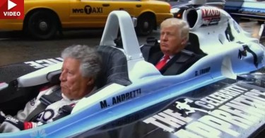 trump carona andretti indy formula - Trump pegando carona com Mario Andretti em carro de corrida