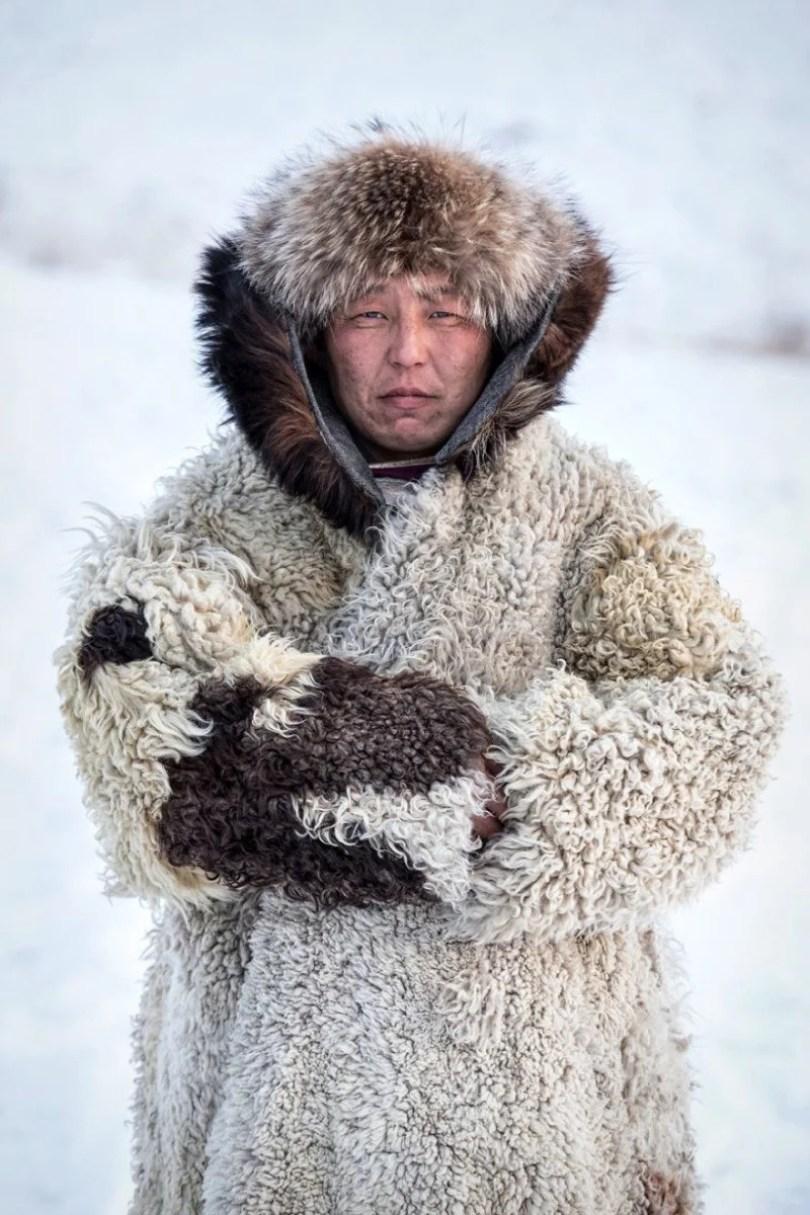 35 Portraits Of Amazing Indigenous People of Siberia From My The World In Faces Project 594768c46b064  880 1 - Fotógrafo faz cliques de pessoas comuns na Sibéria e o resultado é maravilhoso