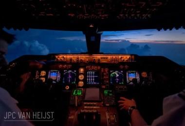 aerial photos boeing 747 plane cockpit jpc van heijst 23 592c0ef9abbc7  880 - Piloto tira fotos deslumbrantes dentro do cockpit de um 747
