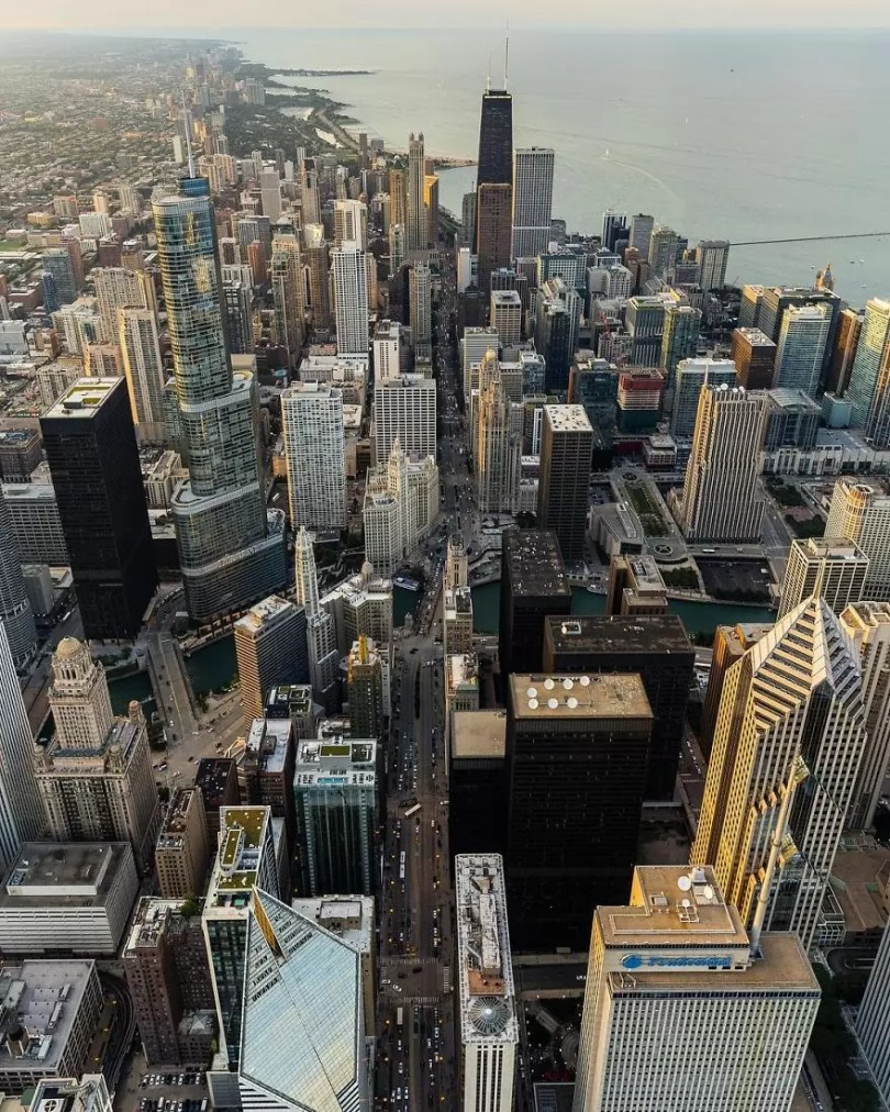 drone 5 Chicago From Above Awesome Bumblebee Photograph by Razvan Sera 5922d538c7956  880 - Chicago e as novas perspectivas do olhar humano por Drones