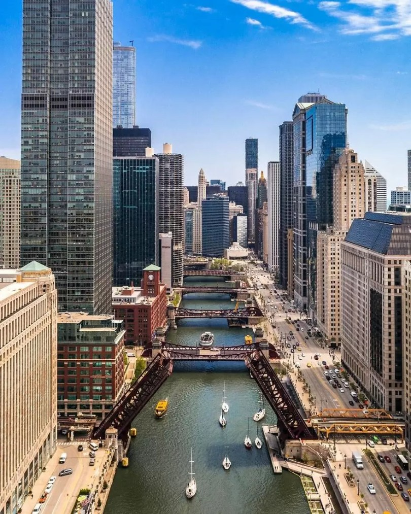 drone 6 Chicago From Above Awesome Bumblebee Photograph by Razvan Sera 5923e4954b4cf  880 - Chicago e as novas perspectivas do olhar humano por Drones