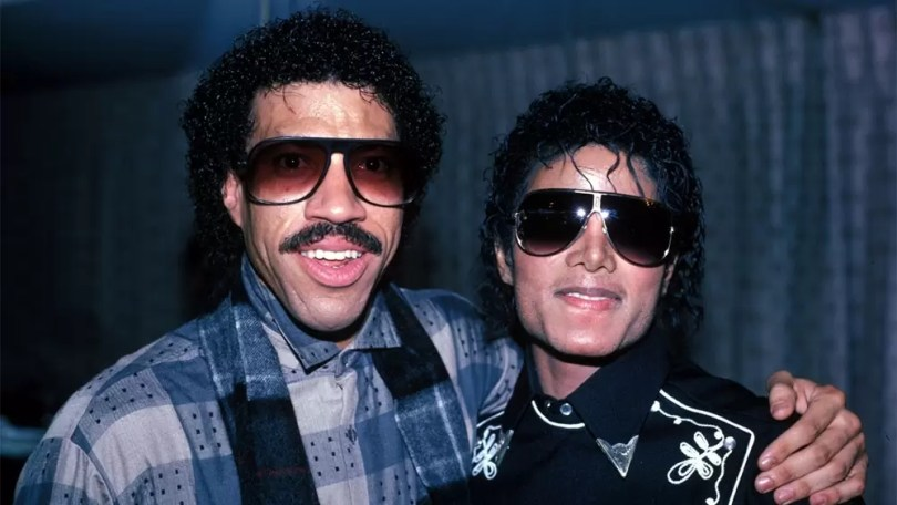 "lionel and michael - Mais de 30 anos: Michael Jackson e Leonel Richie escrevem ""We are the World"""