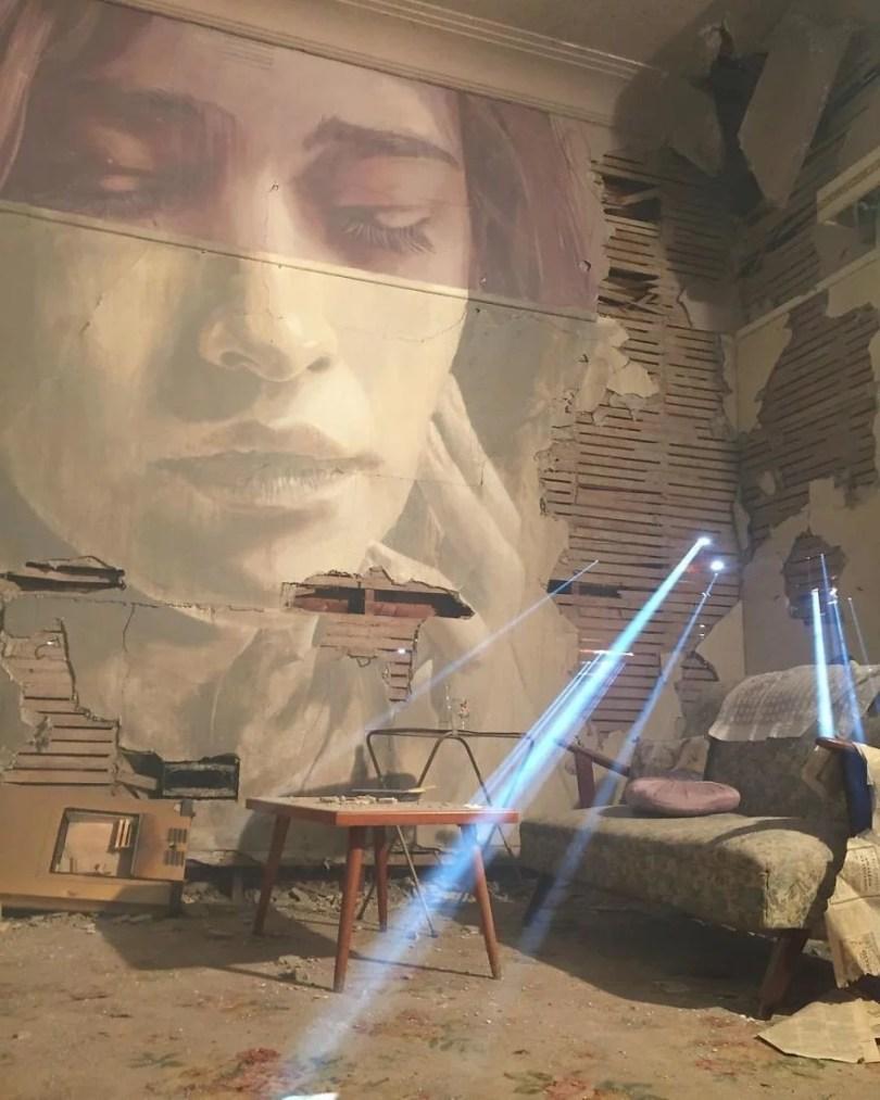 artista pinta em casa que sera demolida7 - Artista pinta rosto de mulheres em casa que será demolida na Austrália