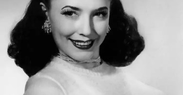 bullet bra fashion vintage sutiã cone moda mulheres anos 1940 1950 18 - NASA fará missão teste para desviar asteróides