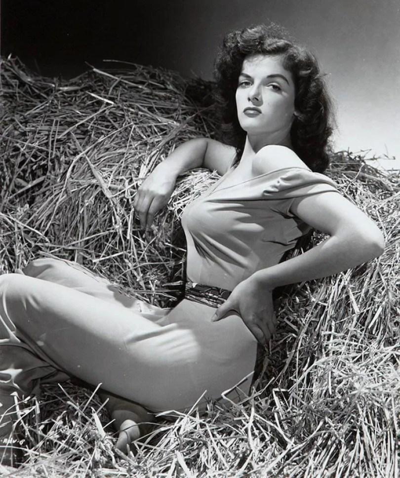 bullet bra fashion vintage sutiã cone moda mulheres anos 1940 1950 21 - Beleza da Mulher nas décadas de 40 e 50 e os sutiãs de bicudos