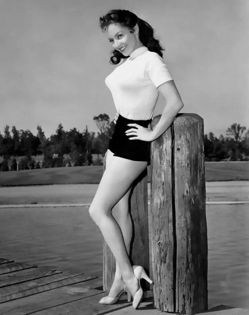 bullet bra fashion vintage sutiã cone moda mulheres anos 1940 1950 22 - Beleza da Mulher nas décadas de 40 e 50 e os sutiãs de bicudos