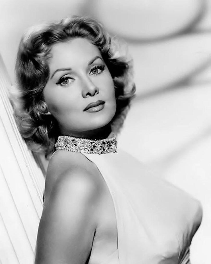 bullet bra fashion vintage sutiã cone moda mulheres anos 1940 1950 23 - Beleza da Mulher nas décadas de 40 e 50 e os sutiãs de bicudos