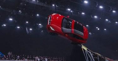 jaguar Furthest barrel roll in a production vehicle Jaguar tcm25 481780 - Mergulhador quebra recorde percorrendo 177 metros sem respirar