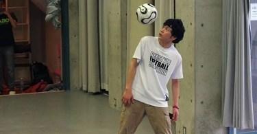 Fotos, Curiosidades, Comunicação, Jornalismo, Marketing, Propaganda, Mídia Interessante japones-habilidoso-recorde-embaixadinha Japoneses também são habilidosos com a bola Cotidiano Vídeos  habilidoso