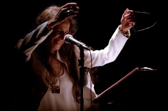 maria bethania 2 - Maria Bethânia e sua incrível interpretação em envolver música e poesia