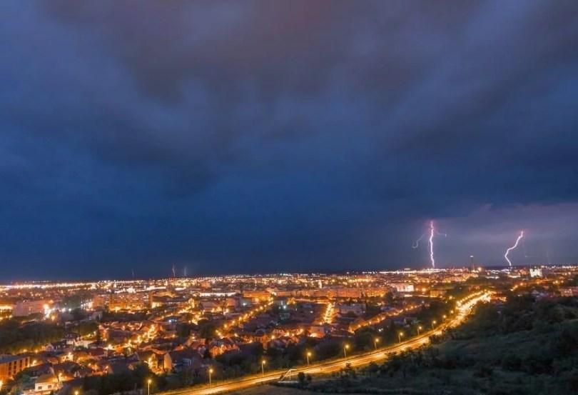 foto romenia10 - Fotógrafo romeno sai durante tempestades para tirar fotos de raios