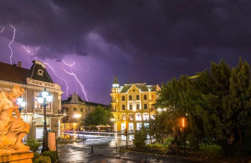 foto romenia4 - Fotógrafo romeno sai durante tempestades para tirar fotos de raios