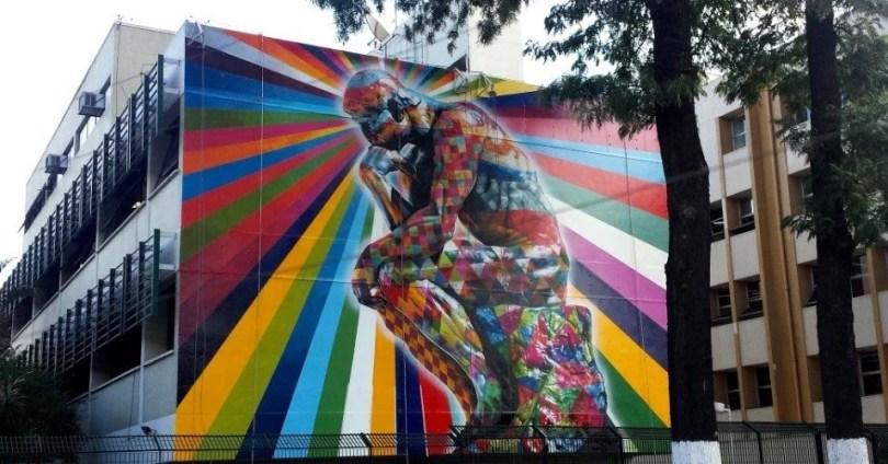 mural com a figura da famosa escultura o pensador do frances auguste rodin a obra de eduardo kobra esta em sao paulo 1433947979529 956x500 - Murais de Graffiti de Eduardo Kobra pelo mundo