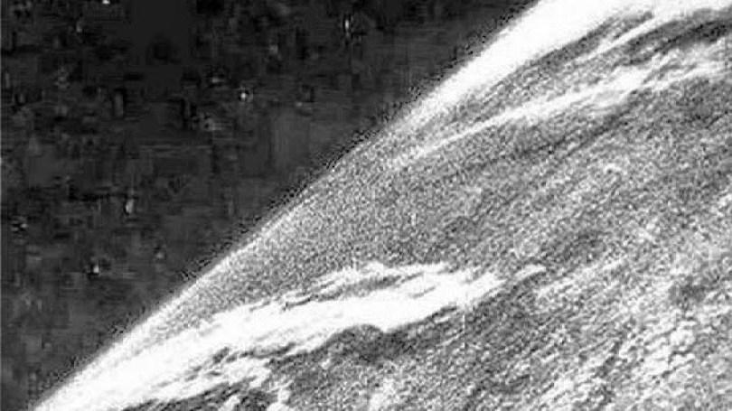 Fotos, Curiosidades, Comunicação, Jornalismo, Marketing, Propaganda, Mídia Interessante primeira-foto-terra-no-espaço Você sabe quando foi tirada a primeira foto da Terra no espaço? Curiosidades Universo  primeira foto da Terra Planeta Água