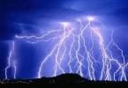 raios - Fotógrafo romeno sai durante tempestades para tirar fotos de raios