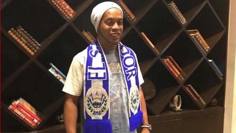 ronaldinho el salvador - Ronaldinho Gaúcho brilha em jogos comemorativos na América Central