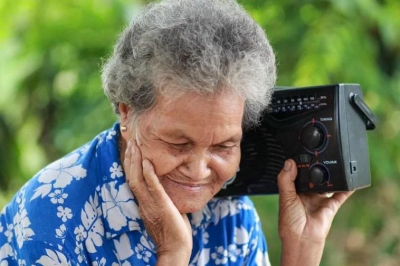 radio no smarphone - 86% da população ouve rádio com frequência