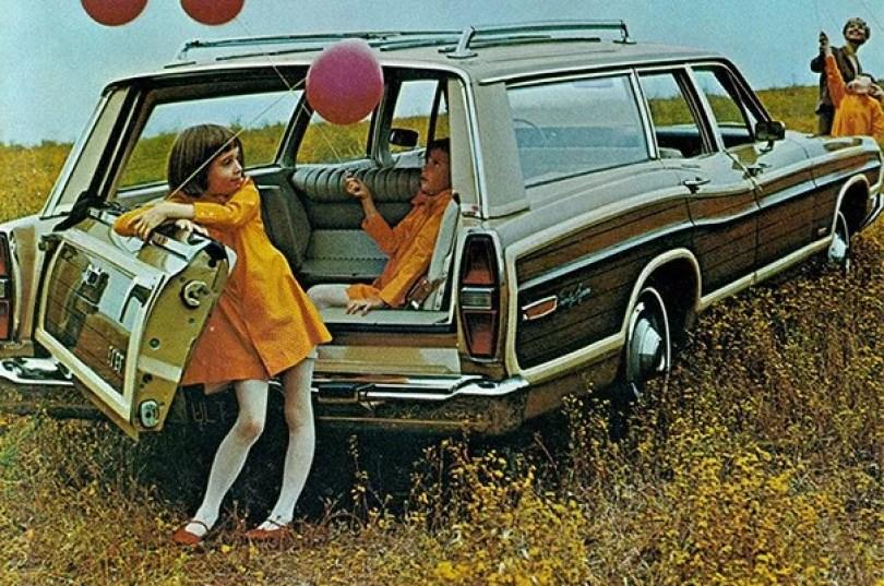 "vintage station wagon car 60s photography 12 5bb73619dd7d8  605 - Fotos Vintage que comprovam que os carros dos anos 60 eram ""Dá hora!"""