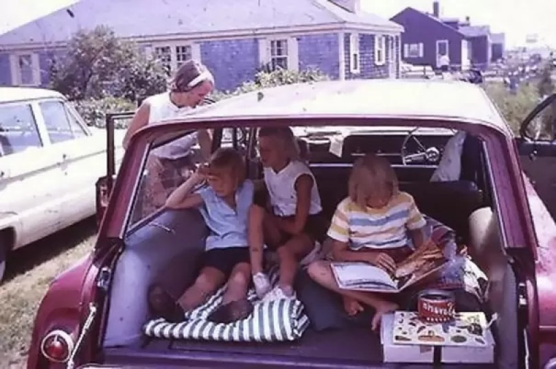 "vintage station wagon car 60s photography 20 5bb7362bdc93a  605 - Fotos Vintage que comprovam que os carros dos anos 60 eram ""Dá hora!"""