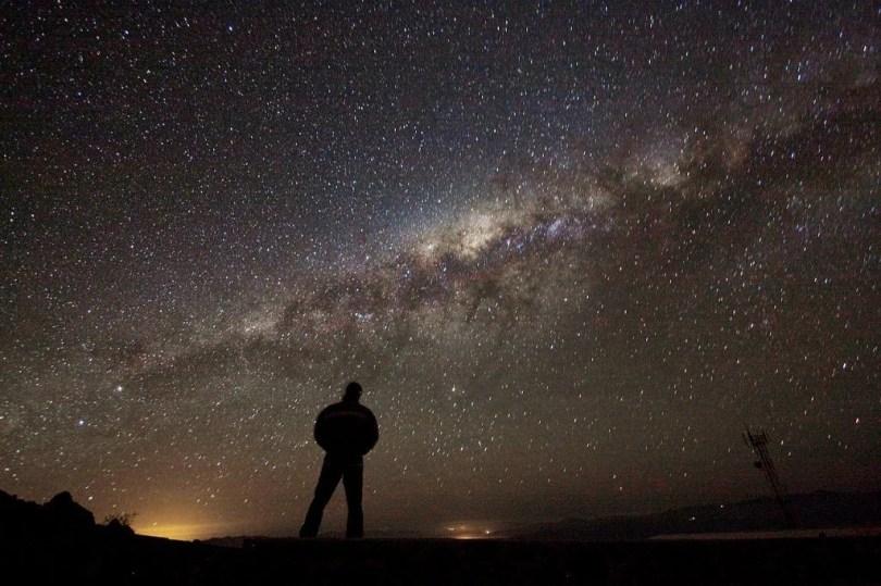 Admiring the Galaxy 1024x682 - Vídeo Space Today: 11 Fatos impressionantes sobre a Via Láctea